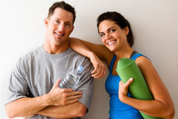couple-exercising-together