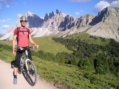 mountain-bikers-55372_640