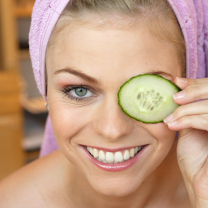 cucumber-eyes-burns-cheap-free-beauty-tips-26-08-2013-png_160107