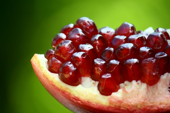 An_opened_pomegranate.JPG